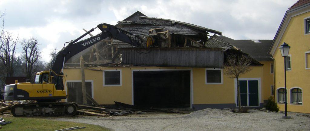 Hausabriss- Gebäudeabriss - Maier Kies führt Abbrucharbeiten durch