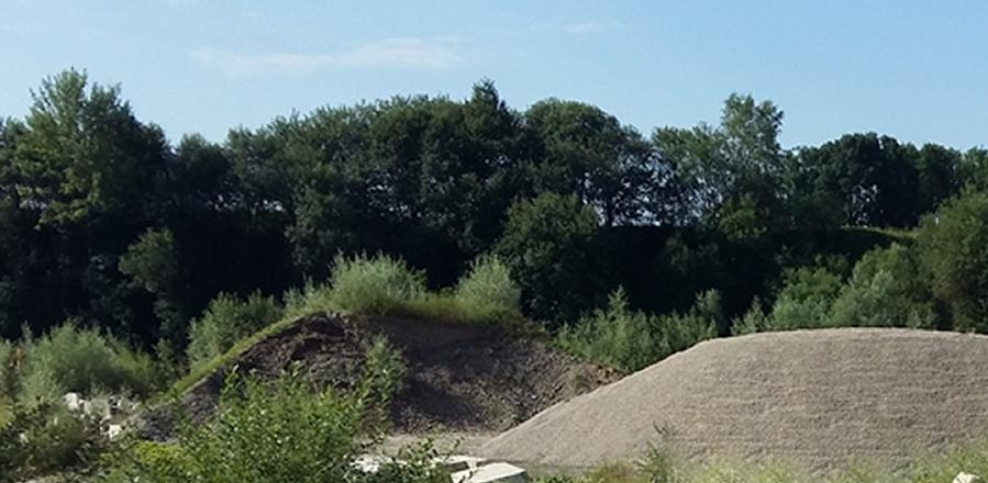 Bodenmaterial aus Erde, Steinen, Kies und Sand dürfen auf der Deponie von Franz Maier in Lochen bei Salzburg gelagert werden